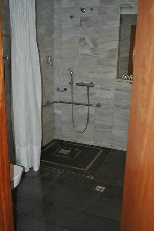 Bcn Urban Hotels Del Comte: douche à l'Italienne !