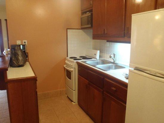Belizean Shores Resort: kitchen