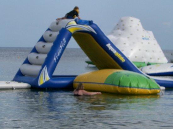Paradise Beach: Fun on the water