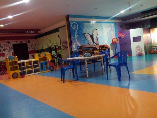 Leonia Holistic Destination: kids doll room