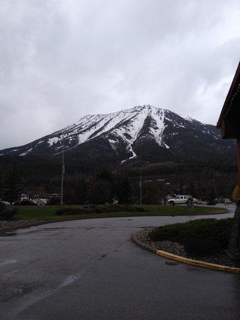 BEST WESTERN PLUS Fernie Mountain Lodge: looking East from Hotel