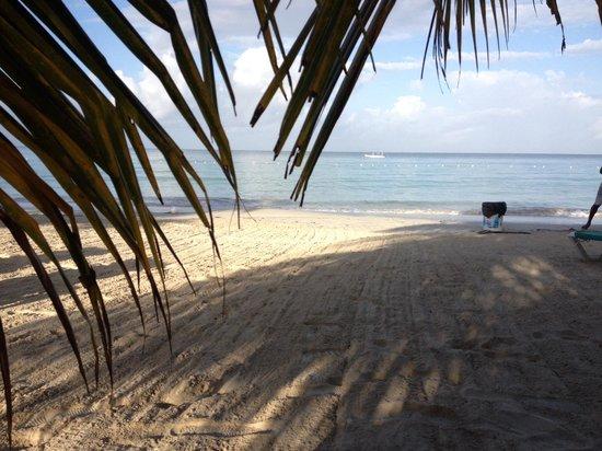Charela Inn / Le Vendome: The beach in the morning