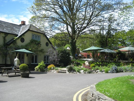 The silent Woman Inn: Lovely garden setting