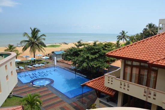 Rani Beach Resort: Бассейн