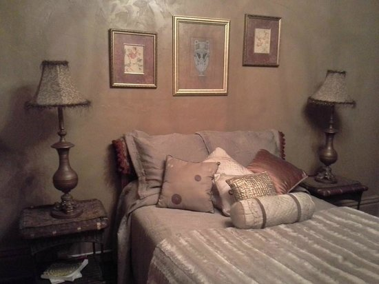 Periwinkle Place Manor B&B : Our room