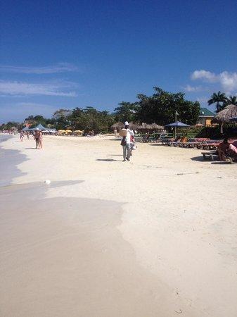 Charela Inn / Le Vendome: Seven Miles beach...