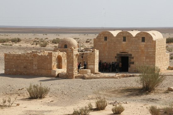 Quseir Amra: Castle and well