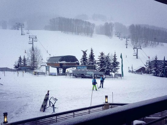 The Elevation Hotel & Spa : A snowy day! But view of the lifts from our room....