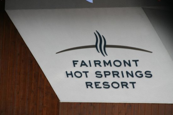 Fairmont Hot Springs Resort: Outside our side entrance