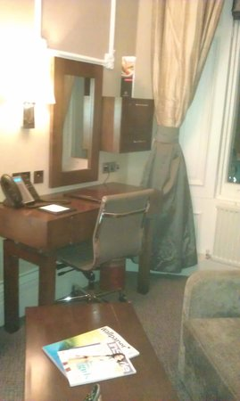 Grange Strathmore Hotel: room to work