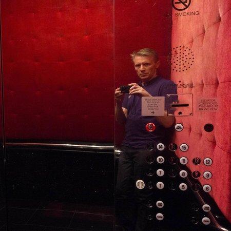 Grand Bohemian Hotel Orlando, Autograph Collection: Selfie in the lift-very bordello