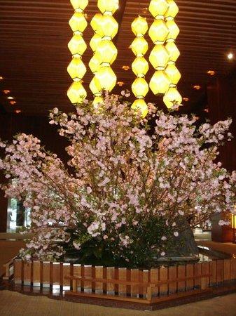Hotel Okura Tokyo : Sakura in Lobby
