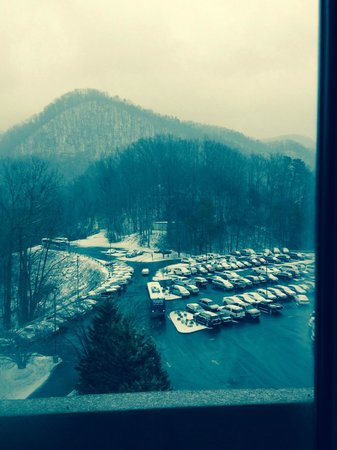 Park Vista - DoubleTree by Hilton Hotel - Gatlinburg: Looking at the snow across the parking lot