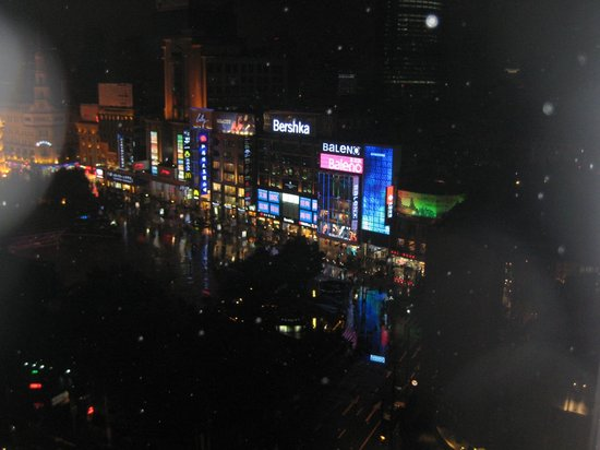 Grand Central Hotel Shanghai: view of Nanjing Rd.
