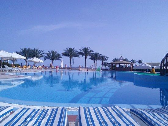 SunConnect Sunrise Diamond Resort: бассейн