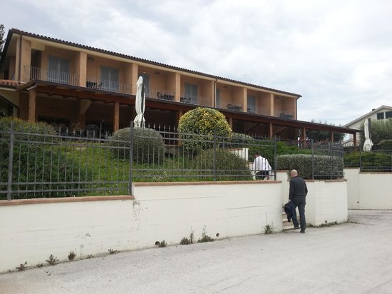 La Cantina di Ale: Exterior of the restaurant from the car park