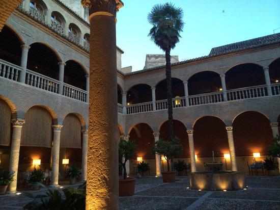 AC Palacio De Santa Paula, Autograph Collection: the courtyard