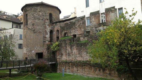 Museo Civico Archeologico: Mura romane e torre