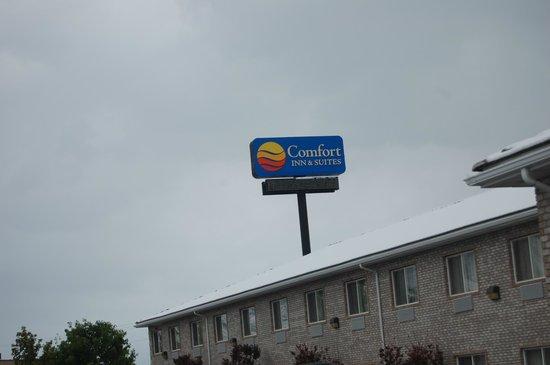 Comfort Inn & Suites Fillmore: sign