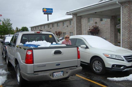 Comfort Inn & Suites Fillmore: lot of parking