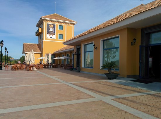 Hotel Golf Campoamor: outside eateries