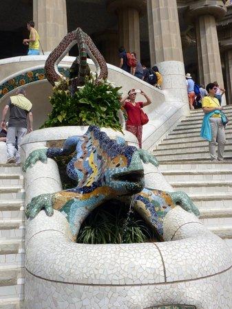 """Parc Güell : Les animaux fantastiques décoré de """"Trencadis"""""""