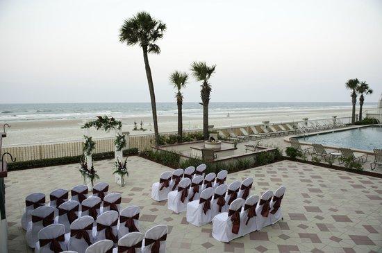 Daytona Beach Resort and Conference Center: Ocean Front Wedding