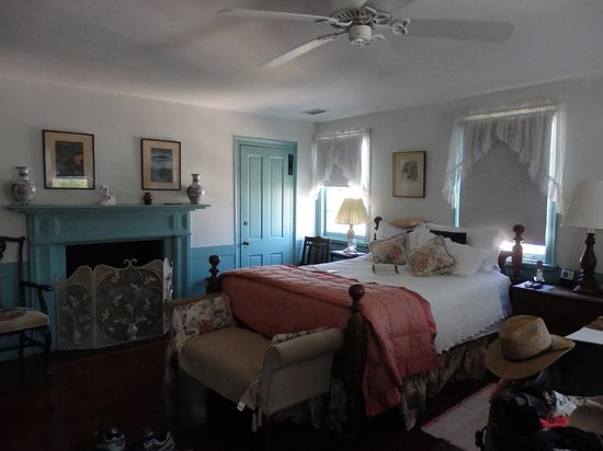 Antebellum Bed and Breakfast at Thomas Lamboll House: Our room