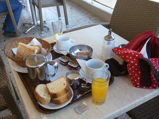 Adonis Hotel: Café da manhã