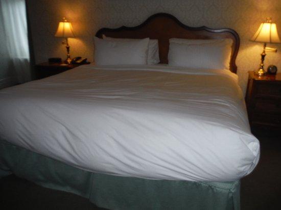 Fairmont Chateau Laurier: FABULOUS BED!