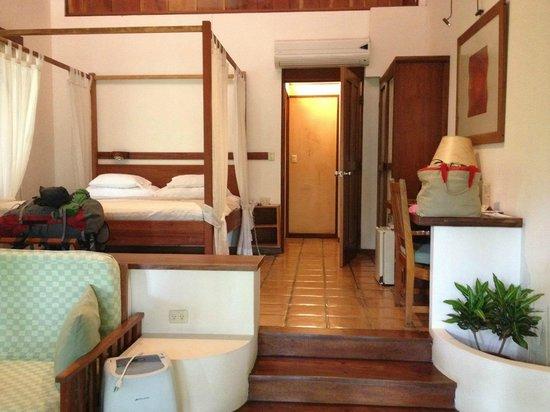 Hotel Capitan Suizo Beach Front Hotel Boutique: Full suite w/ seating area, desk and mini-fridge