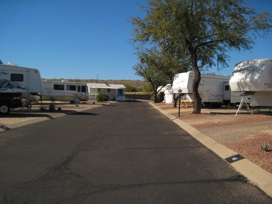 Green Valley RV Resort Park: Rattlesnake Lane - a wonderful part of the park