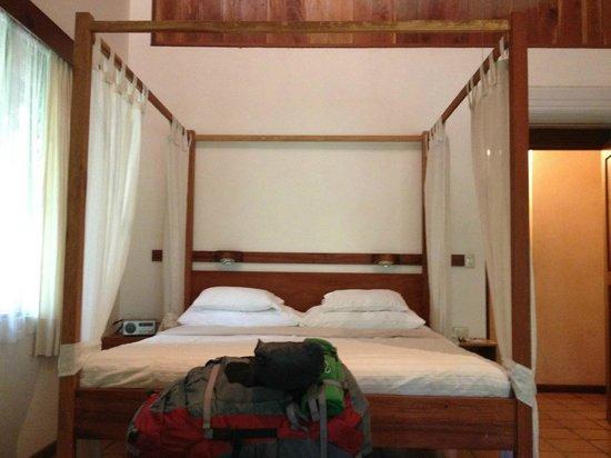Hotel Capitan Suizo: Comfy bed