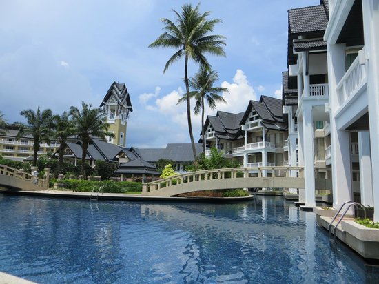 Angsana Laguna Phuket: Pool area is nice, not a lot of people around