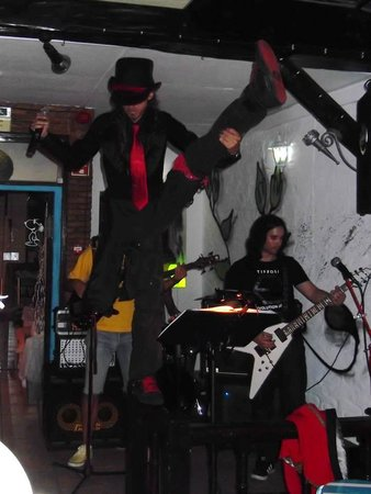 Centro Histórico de Albufeira: Live band in Snoopy Bar (Dieb Band)