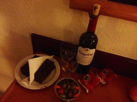 Palma Bay Club Resort : Treats in room: boyfriend was on delayed late flight, restaurant staff were kind enough to open