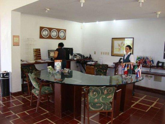 Moka Hotel: Hotel Front Desk