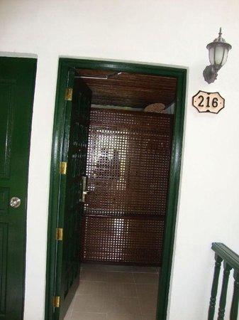 Moka Hotel: room Entrance