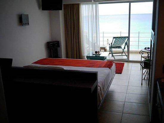 Hotel B Cozumel: Ocean view room