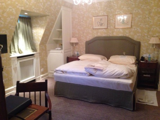 Schlosshotel Kronberg: Room 212