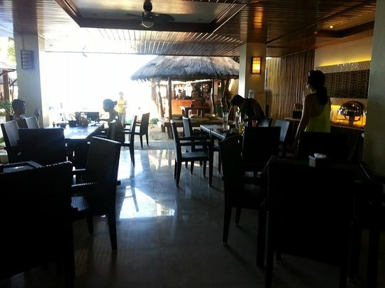 Sur Beach Resort: Dining area