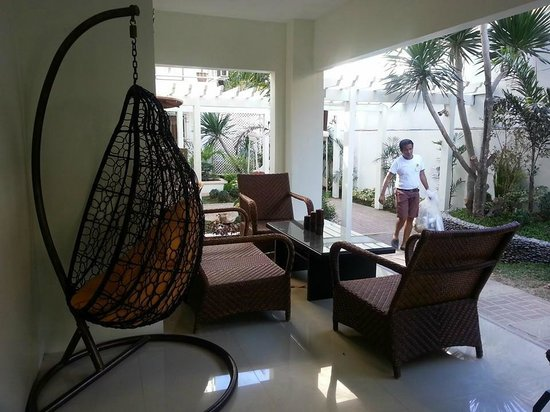 Sur Beach Resort: Waiting area