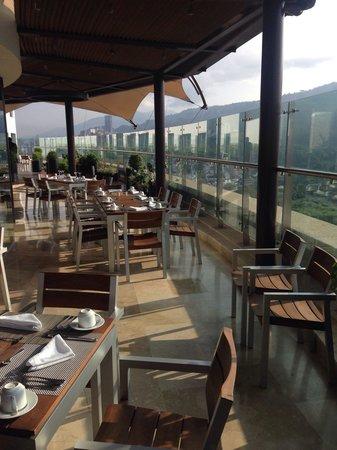 Holiday Inn Bucaramanga Cacique : Breakfast terrace
