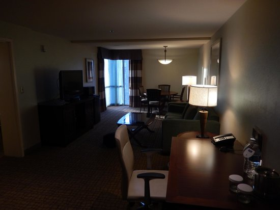 Doubletree Hotel Bethesda: Living Room of the Two Room Suite