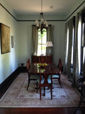 Marcia's Cottages : Evergreen Formal Dining Room