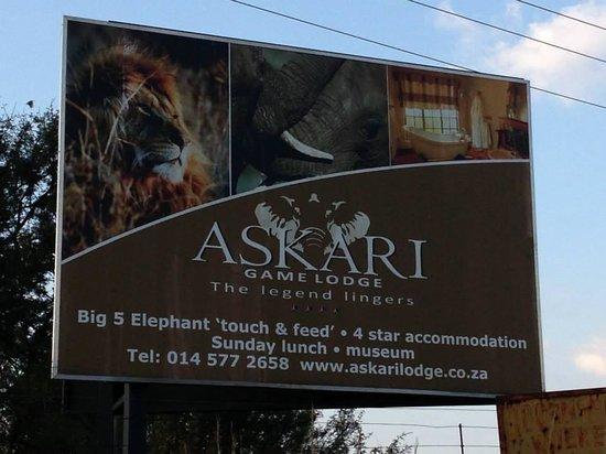 Askari Game Lodge & Spa: Entrance from the Main Road