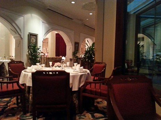 Rang Mahal Restaurant: Inside