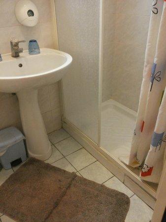 Aristotele: scarse condizioni igieniche in bagno