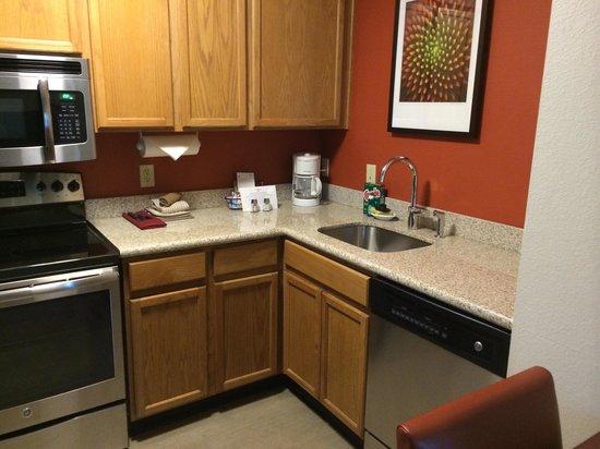 Residence Inn Austin Round Rock: Nice granite countertops
