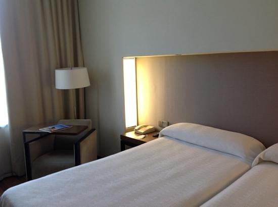 NH Sevilla Plaza de Armas: habitación